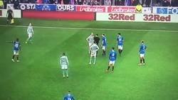 Enlace a El fair play del balón a tierra en el derby escocés