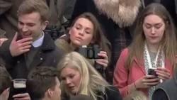 Enlace a Esta chica es una genio por colar alcohol en el estadio de esta manera
