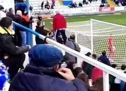 Enlace a Este aficionado ha descubierto la mejor táctica para hacer fallar un penalti al adversario