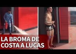 Enlace a La broma de Diego Costa a Lucas Hernández con un extintor de por medio