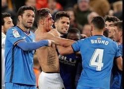 Enlace a Brutal tangana al final del Valencia - Getafe