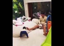 Enlace a Cristiano enseñando a su hijo lo que mejor se le da