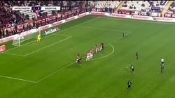Enlace a 81' Kagawa debuta con el Besiktas. 82' Marca en su primer toque. 84' Marca este tiro libre