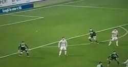 Enlace a El brutal pelotazo de Cristiano Ronaldo a Khedira en la cabeza en pleno partido que está dando la vuelta al mundo