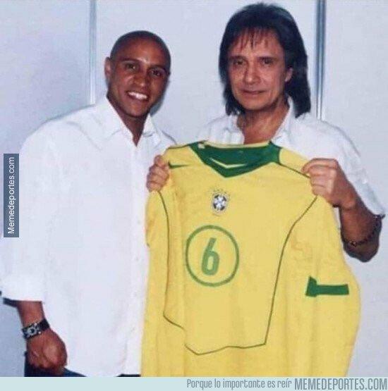 1064806 - Extraña foto de Roberto Carlos conociendo a Roberto Carlos