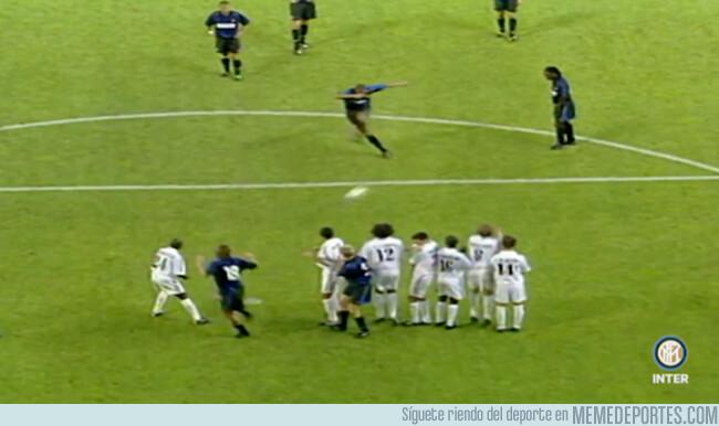 1064876 - El día que Adriano casi perfora la portería del Real Madrid con este cañonazo