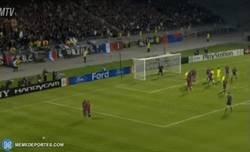 Enlace a La última vez que el Barça visitó al Lyon, Juninho nos regaló esto