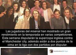 Enlace a El gran gesto que tuvo Petr Cech con las jugadoras del equipo femenino del Arsenal