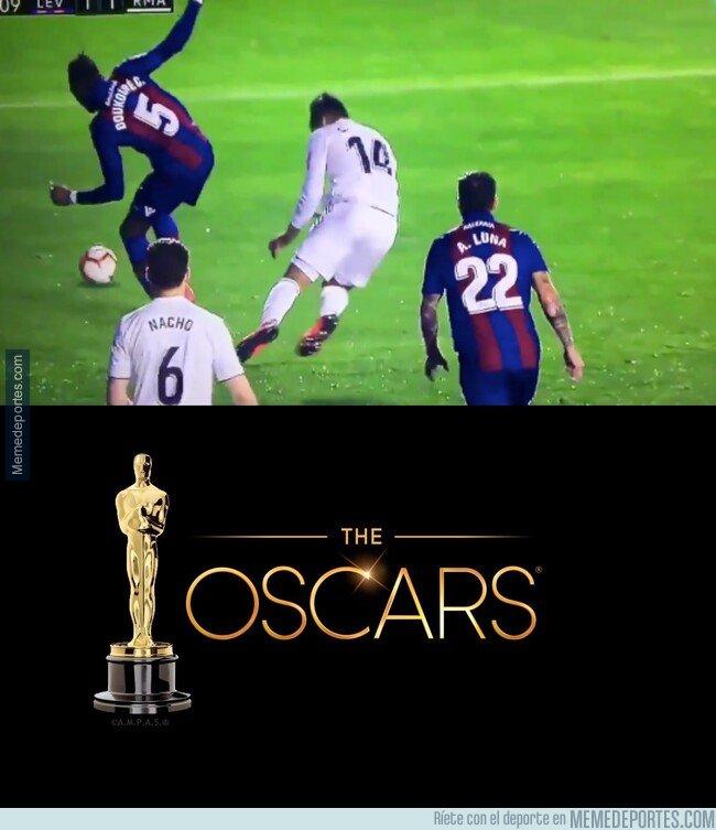 1065576 - Casemiro sabe que esta noche dan los Oscars y a ver si es galardonado con su actuación