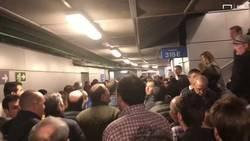 Enlace a El encontronazo entre fans del Barça y el Madrid en los pasillos del Bernabéu