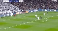 Enlace a Goool de Ziyech que adelanta al Ajax en el Bernabéu