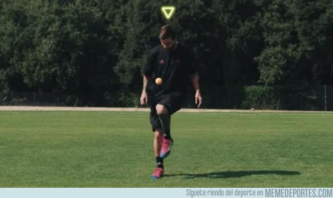 1067271 - El vídeo que demuestra que Leo Messi puede hacer toques con cualquier objeto