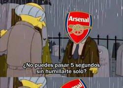 Enlace a El Arsenal vuelve a caer estrepitosamente
