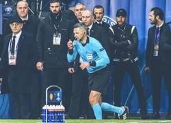 Enlace a La epica cara de Neymar viendo marchar al árbitro después de la decisión del VAR