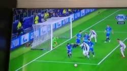 Enlace a Cristiano Ronaldo empata la serie ante el Atlético, doblete del bicho