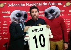 Enlace a Messi llegando a la concentración de su selección
