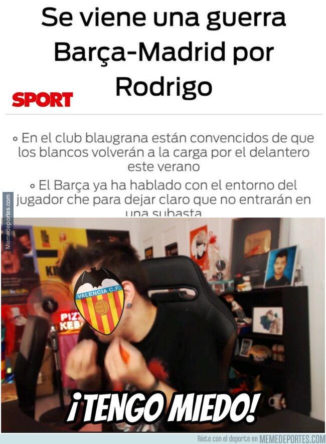 1069042 - Aficionados del Valencia en estos momentos...