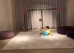 Enlace a El hijo de Suárez pinta a estrella, así es cómo se entrena cuando su padre no está en casa