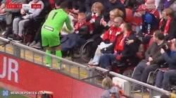 Enlace a El precioso gesto de Dudek en el partido de leyendas entre Liverpool y Milan