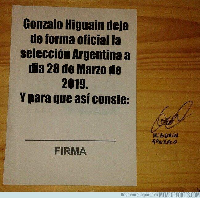 1069683 - Higuain firma su renuncia a la selección