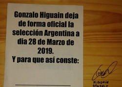 Enlace a Higuain firma su renuncia a la selección