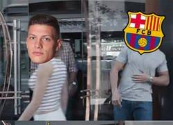 Enlace a El Madrid se entromete en el fichaje de Jovic. Cazan a su representante en Valdebebas
