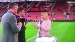 Enlace a Carragher y Neville dejaron colgada a su colega en mitad de una entrevista y nadie sabe por qué