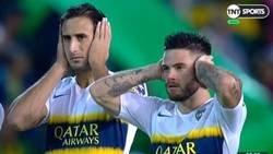 Enlace a ¿Por qué en Argentina los jugadores se taparon los oídos antes de empezar el partido?