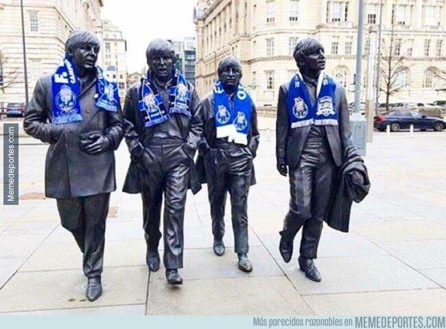 1070861 - Las estatuas de Los Beatles en Liverpool con bufandas del porto es la mejor imagen de esta jornada de Champions