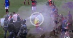 Enlace a En Brasil, la policía usó gases lacrimógenos para frenar una pelea entre futbolistas