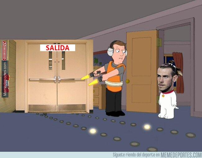 1072288 - Bale aún parece no entender las indirectas de todo su entorno. Tal vez se lo han dicho en español.
