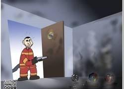 Enlace a El salvador Benzema llega tarde, por @footytoonz