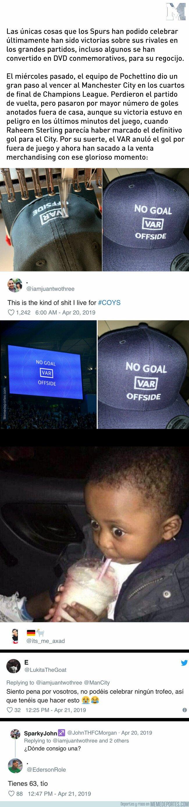 1072372 - Aficionados de los Spurs crean esta gorra recreando la decisión del VAR