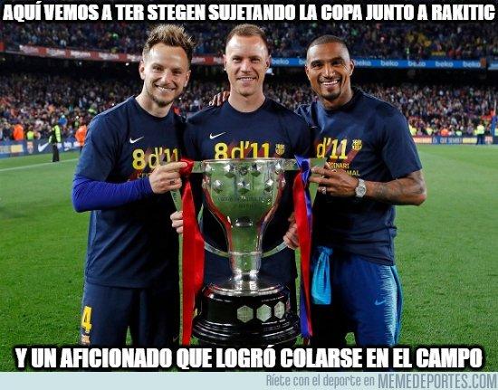 1072813 - Como siempre los jugadores del Barça tan generosos con sus aficionados...