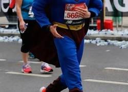 Enlace a La peña está loca y corrieron con estas pintas la Maratón de Londres