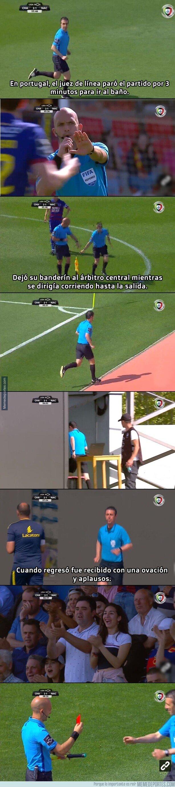 1073077 - En portugal un árbitro le dió un apretón y debió excusarse por 3 minutos
