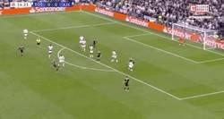 Enlace a El gran gol de van de Beek al Tottenham para adelantar al Ajax