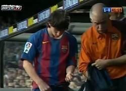 Enlace a Un primero de mayo Messi marcó el primer gol de su carrera. ¿Serán presagios?