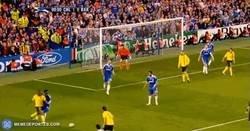 Enlace a El Iniestazo cumple hoy 10 años. El gol que partió la historia del Barça en 2