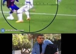 Enlace a Hace 4 años Boateng nos dejó una de las mejores fuentes para memes que se recuerde