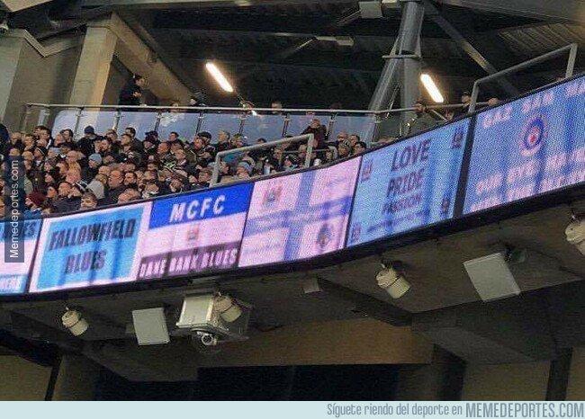 1073751 - En esto se ha convertido el fútbol moderno: pancartas virtuales