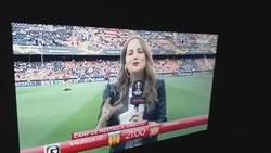 Enlace a El balonazo que se ha llevado la reportera de GOL en la previa del Valencia-Arsenal