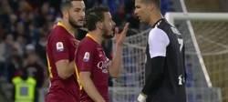 Enlace a Cristiano mofándose de la estatura de un rival y riendo después