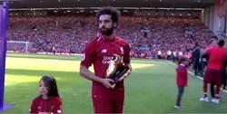 Enlace a La imagen más tierna del año en la Premier es la hija de Salah marcando un gol en Anfield