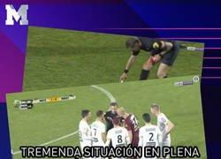 Enlace a La emotiva forma de despedirse como árbitro en tu último partido en la Liga francesa