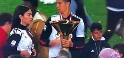 Enlace a Tremenda situación en plena celebración de la Serie A donde Cristiano casi deja sin ojo a su hijo