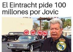 Enlace a El Eintracht quiere sacar tajada por su crack