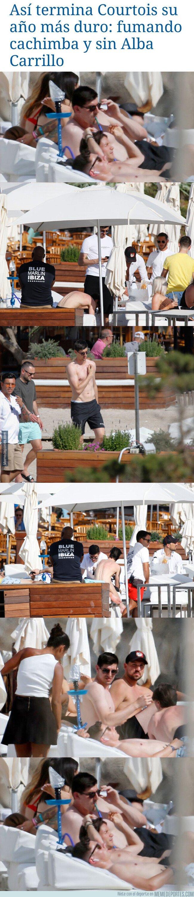 1075814 - Pillan a Courtois fumando cachimba mientras estaba de vacaciones en la playa