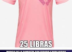 Enlace a Lío monumental por la camiseta de visitantes del Leicester y su precio