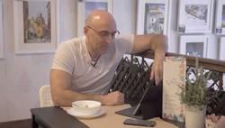 Enlace a Julio Maldini se parte al leer un mensaje enviado por una hater